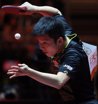 Fan Zhendong serving